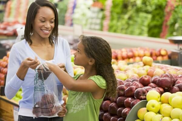 King_s County Market-Home-row1-Family Shopping